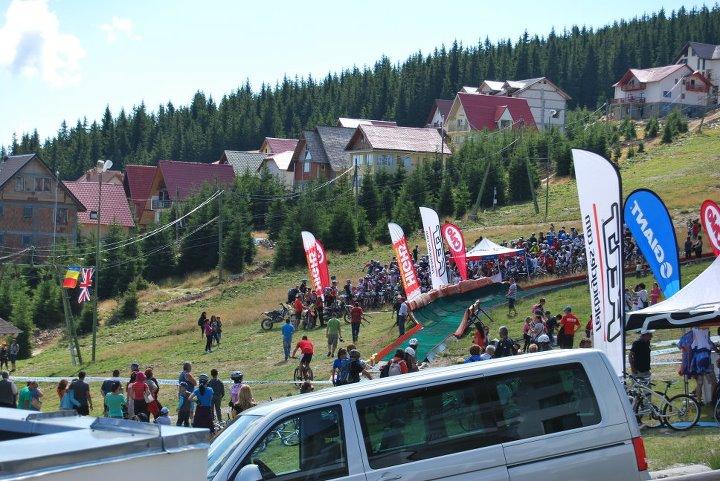 Maratonistii pregatiti pentru start